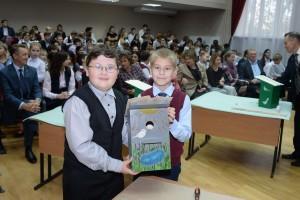 Станислав Нехорошев и Захар Бобров собрали скворечник