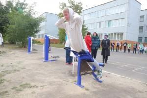 Уличные тренажёры в старооскольской школе № 17