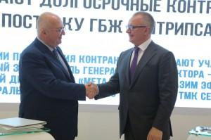 Назим Эфендиев, первый заместитель генерального директора- коммерческий директор компании «Металлоинвест» и Сергей Марченко, заместитель генерального директора ТМК подписали соглашение