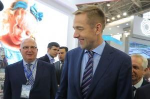 Замминистра промышленности и торговли Виктор Евтухов (на фото справа) и первый заместитель генерального директора - коммерческий директор компании «Металлоинвест» Назим Эфендиев